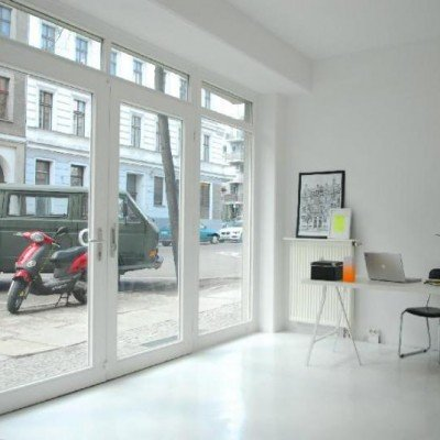Unique partial-commercial in Mitte with big windows