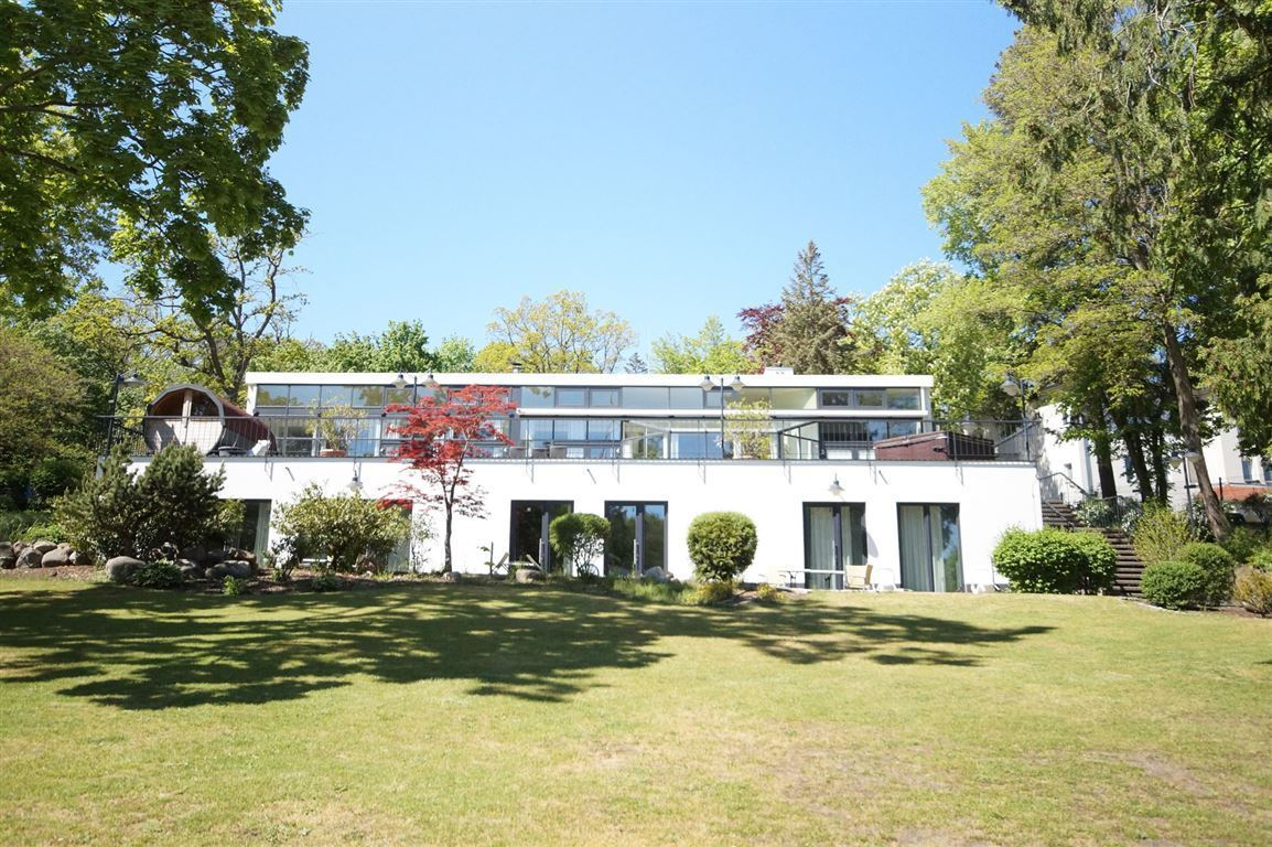 Luxurious villa on large lakefront property in Berlin -  Bild 1