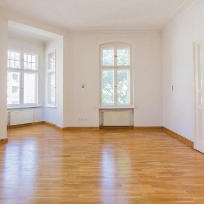 Traumhafte Altbauwohnung mit Balkon. Provisionsfrei -  Vorschau 2