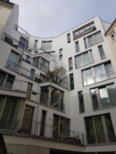 Aufgeteiltes Gartenhaus mit Ausbaupotential in bester Lage -  Bild 2