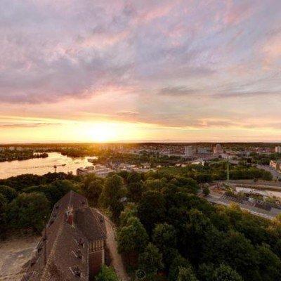 ERSTBEZUG *Sanierte Turmvilla * Exklusives Penthouse mit Dachterrasse * Wasserblick -  Vorschau 4
