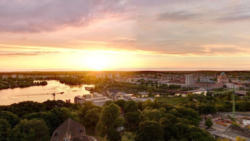 ERSTBEZUG *Sanierte Turmvilla * Exklusives Penthouse mit Dachterrasse * Wasserblick -  Bild 5