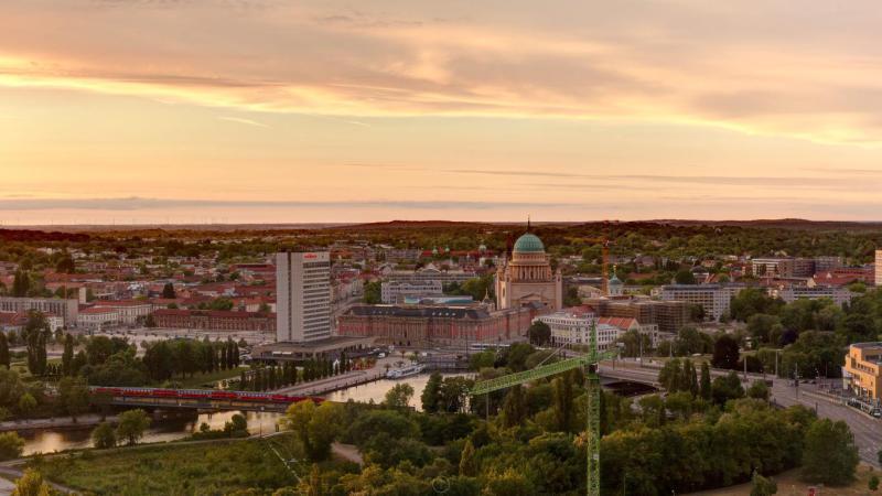 ERSTBEZUG *Sanierte Turmvilla * Exklusives Penthouse mit Dachterrasse * Wasserblick -  Bild 7
